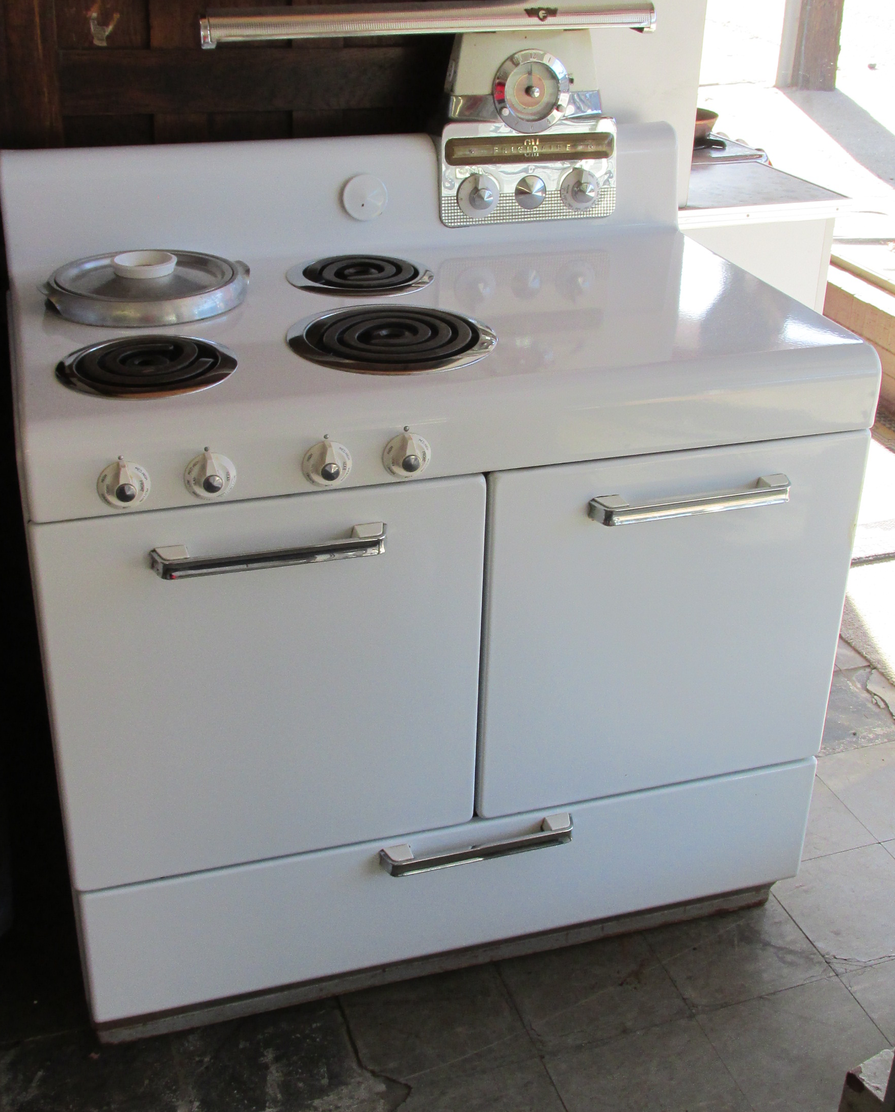 1947 Frigidaire Electric Stove