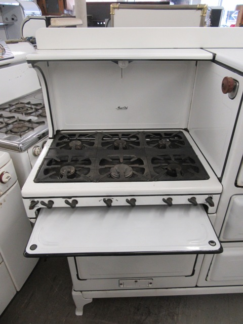 this stove is a multi task persons dream come true features u2022 6 burners u2022 burner cover u2022 large oven u2022 small oven u2022 broiler drawer u2022 bottom storage drawer