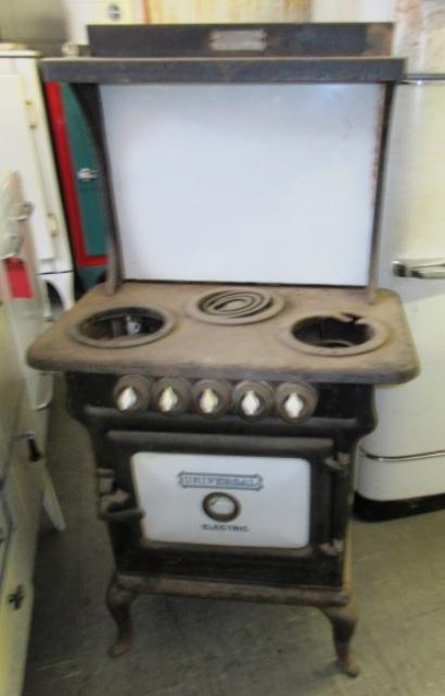1911 Universal Electric Stove 3 Burner Antique Appliances