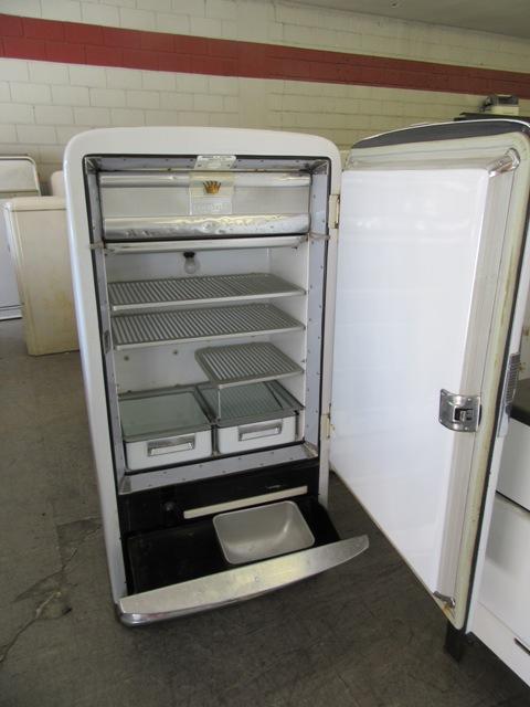 1947 Frigidaire Custom Deluxe Antique Appliances